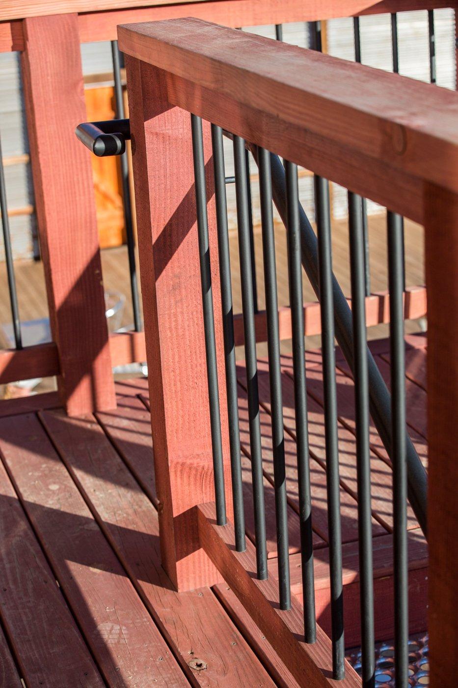 Tully's railing