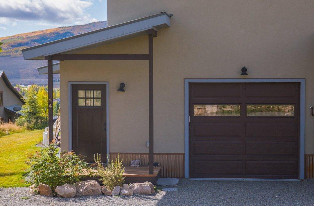 30 Huckeby Way house garage