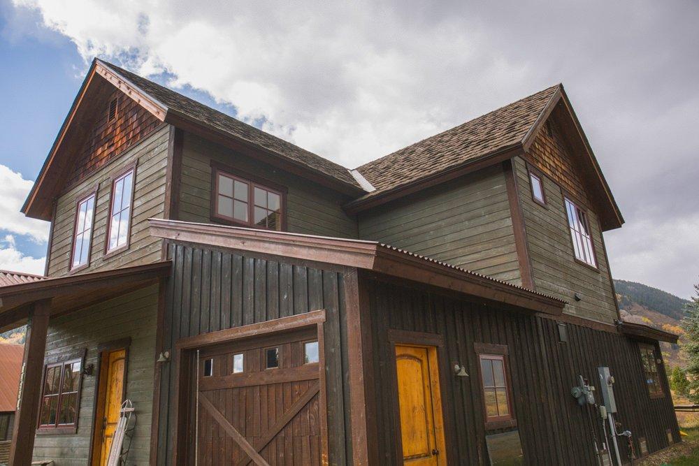 24 Alpine Court House garage side